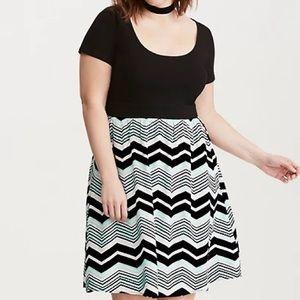 Torrid size 3 knit to woven chevron print dress